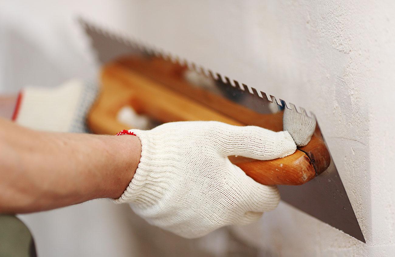 Как правильно шпаклевать стены своими руками 85